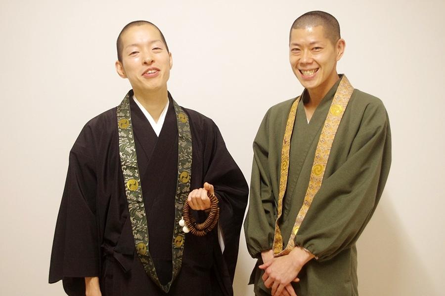 「四天王寺」の広報を担当する加藤公啓さん(左)と田渕観宝さん