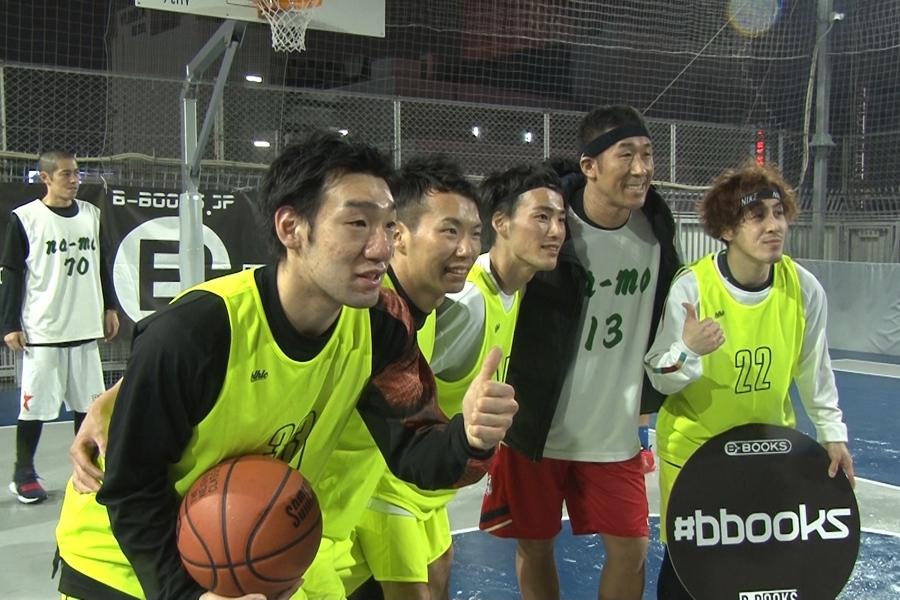 仲間とともにバスケを楽しむ田村