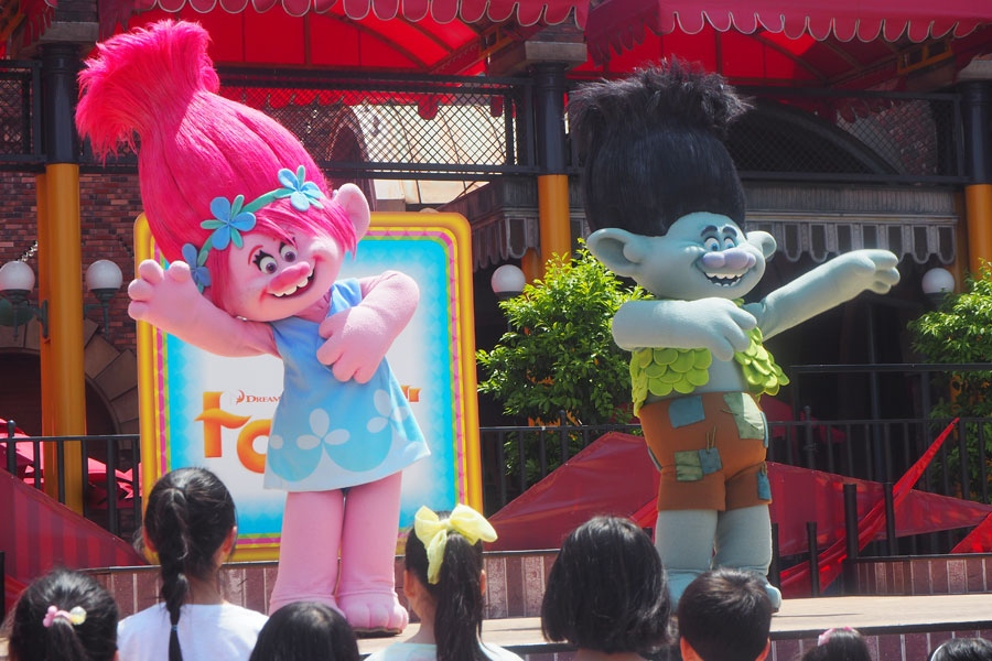 特別イベントに登場した『トロールズ』のポピーとブランチ(15日・大阪市内)