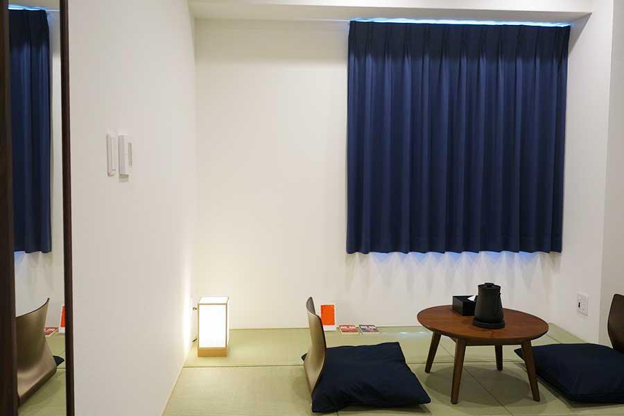 和室の部屋は15〜17平方メートル。各部屋に関西縁の作家、または関西を舞台とした小説が置かれている