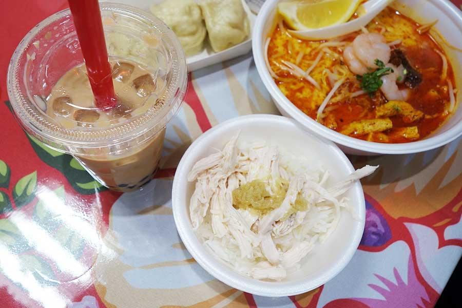 タピオカミルクティー、小籠包、シンガポールのラクサとチキンライスなど、シェアしていろいろ楽しむ人が多かった