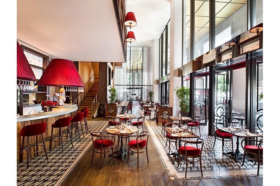 会場となるレストラン。落語は、併設されたイベントスペースに高座を作って開催される