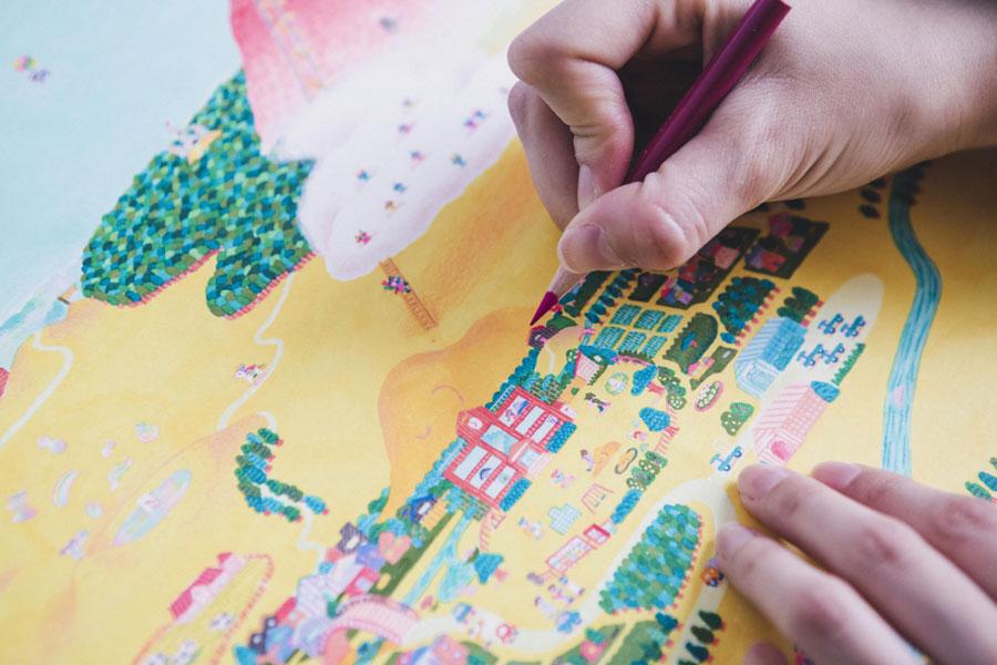 細部までこだわり抜いて描かれており、どこを見ても発見がある絵本