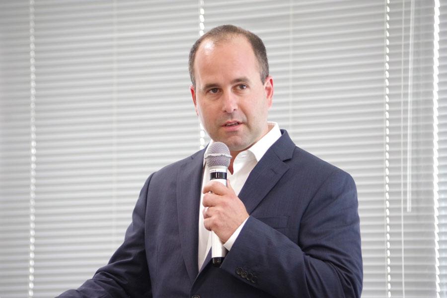 『プライムデー2019』の関係者向け説明会に登壇した同社・プライム事業本部のノア・ボルン本部長