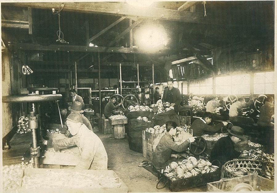 好景気だった頃の「合資会社別所ランプ製作所」(提供:WINGED WHEEL)