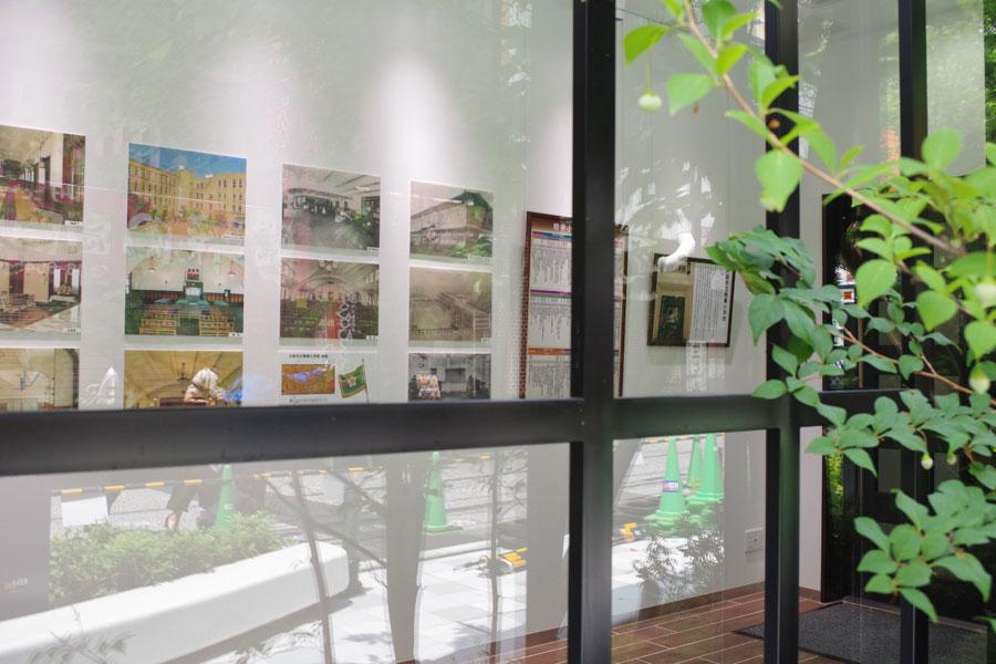「精華小学校」の歴史を展示する「メモリアルルーム」は自由に閲覧できる