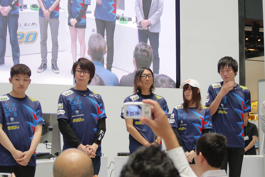 大阪を拠点とするプロチーム・CYCLOPSのメンバー5名