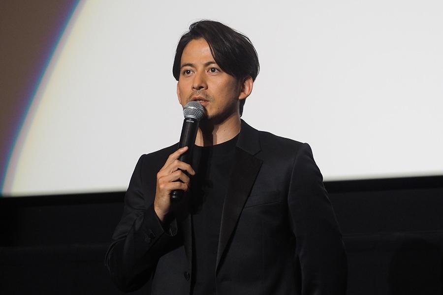 主演映画『ザ・ファブル』の舞台挨拶に登壇した岡田准一(3日・大阪市内)
