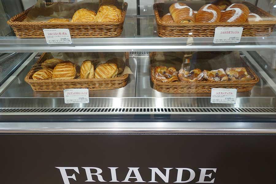 「ブーランジェリー フリアンド」では、ショコラオランジュ、ショーソン・オ・ポムなども販売