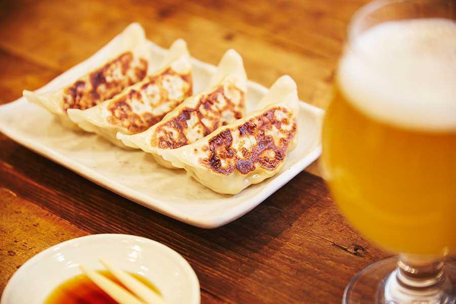 『阪神のクラフトビールと餃子マーケット』では、9軒の餃子が楽しめる