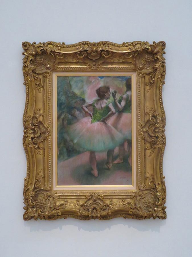 エドガー・ドガ《踊り子たち(ピンクと緑)》1894年 パステル/紙 吉野石膏コレクション