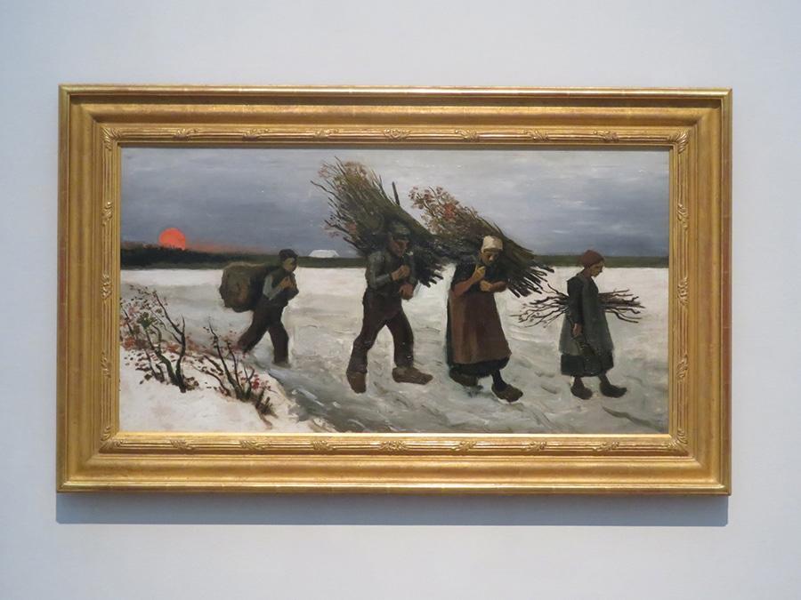 フィンセント・ファン・ゴッホ《雪原で薪を運ぶ人々》1884年 油彩/カンヴァス 吉野石膏コレクション