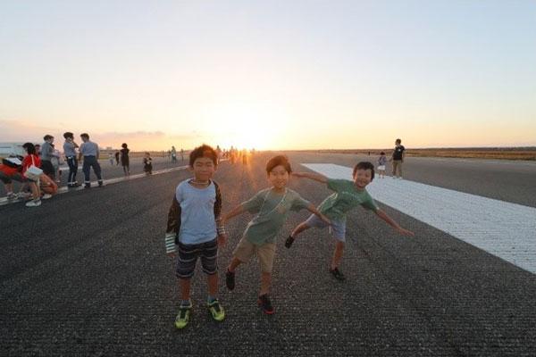 『夏休み・早朝親子滑走路ウォーク』