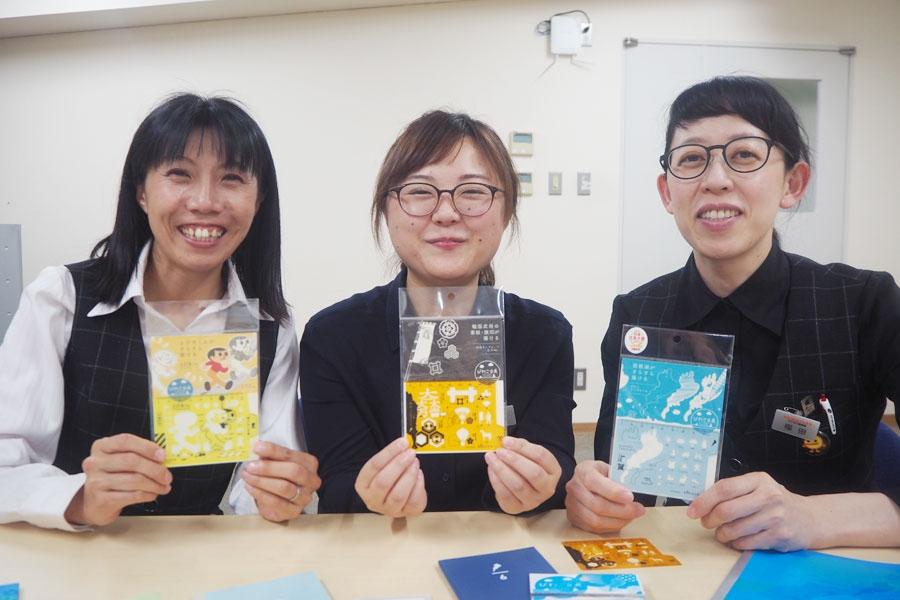 滋賀を愛しすぎる開発女性チームの3人(左から岡田さん、田中さん、福田さん)。企画会議も笑いが絶えない(真剣に仕事してるそうです)