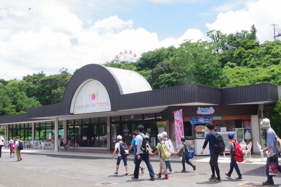 平日にもかかわらず、朝から多くの人が訪れた「みさき公園」(6月28日・みさき公園)