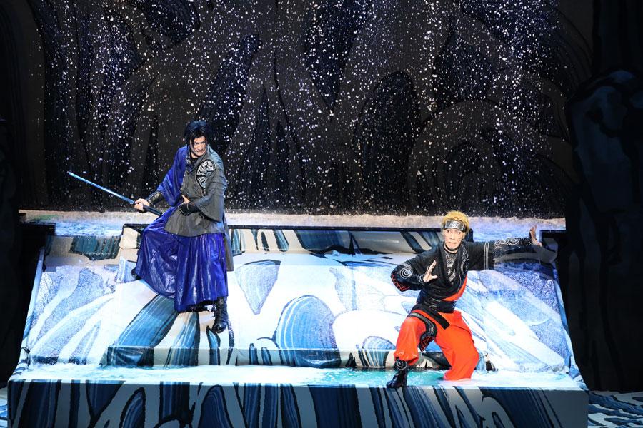 「終末の谷」で戦うナルト(右:坂東巳之助)とサスケ(中村隼人) ©岸本斉史 スコット/集英社・『NARUTO-ナルト-』歌舞伎パートナーズ