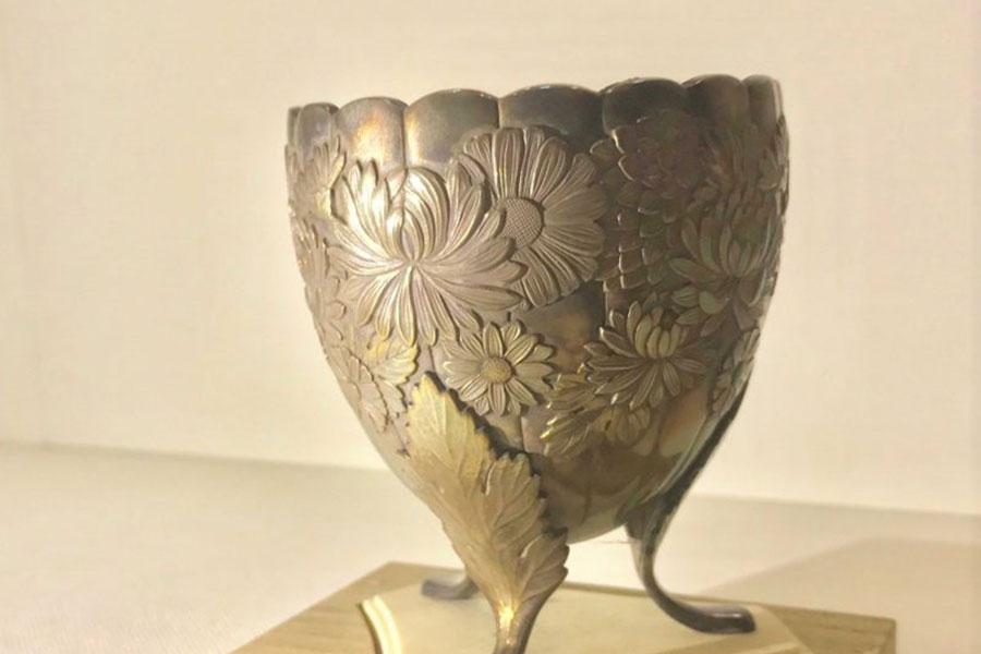 寺宝庫にて、天皇家下賜品ほか宝物の一部を特別展示。