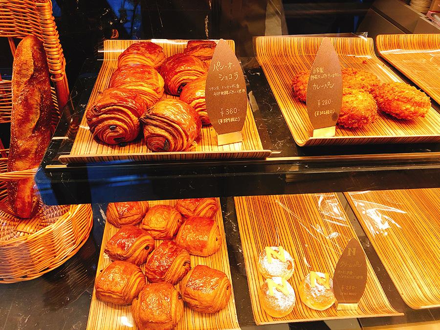 パン・オ・ショコラ389円など、クロワッサン生地のパンがおすすめ