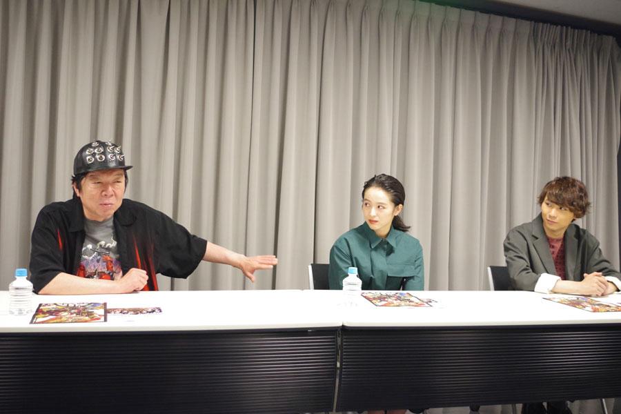 アングラ魂を「子分どもに教えていきたい」と話す古田と清野菜名、須賀健太