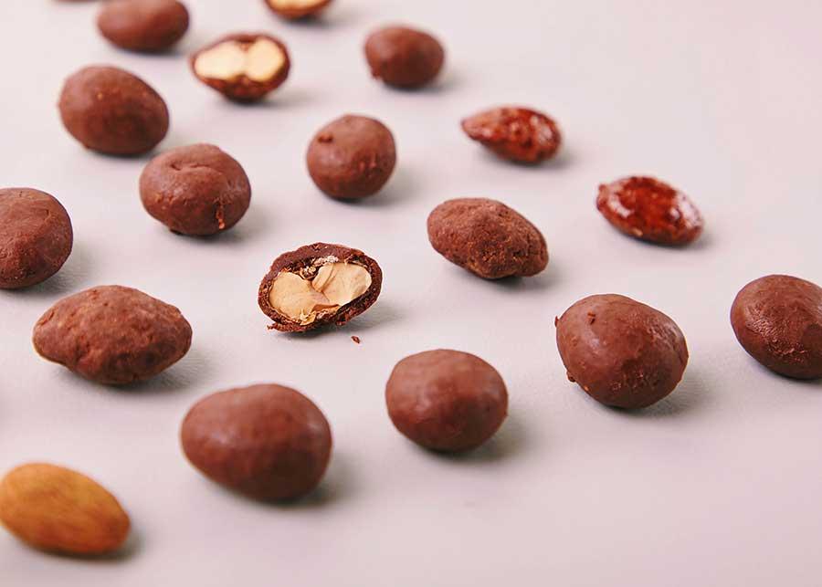 「マルコナ」では、アーモンドチョコレート590円(税別)