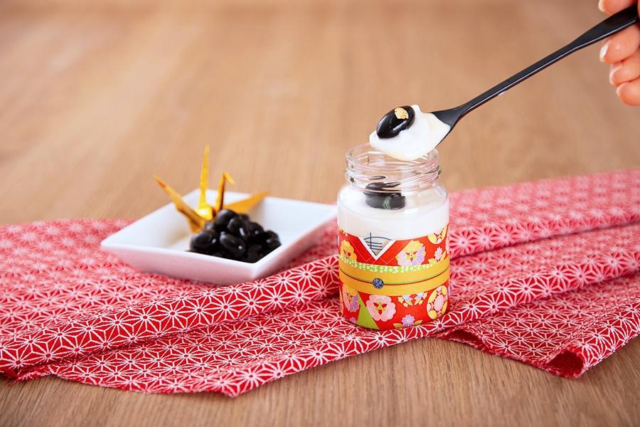 上品な甘さの京都・丹波産黒豆を添えた「舞妓さん」(500円・税別)