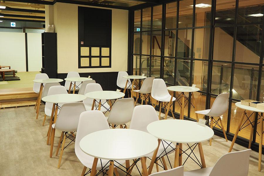 併設されたカフェ。今後は演目に関連したフードメニューやノベルティを企画していくという