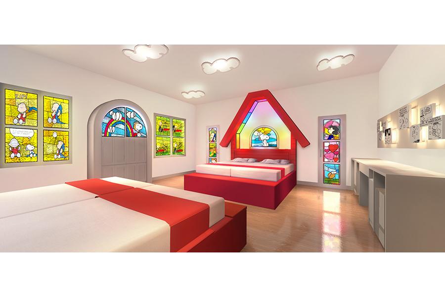 カラフルなステンドグラスと、スヌーピーの大きな家が印象的な「スヌーピー・ハウス・ルーム」