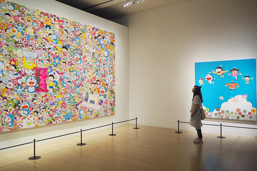 17年前に開催された『THE ドラえもん展』の作品と比べて鑑賞できる村上隆のアート(11日・大阪市内)©Fujiko-Pro