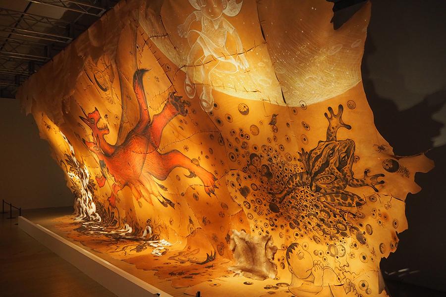 「しずかちゃんの洞窟(へや)」(鴻池朋子)©Fujiko-Pro