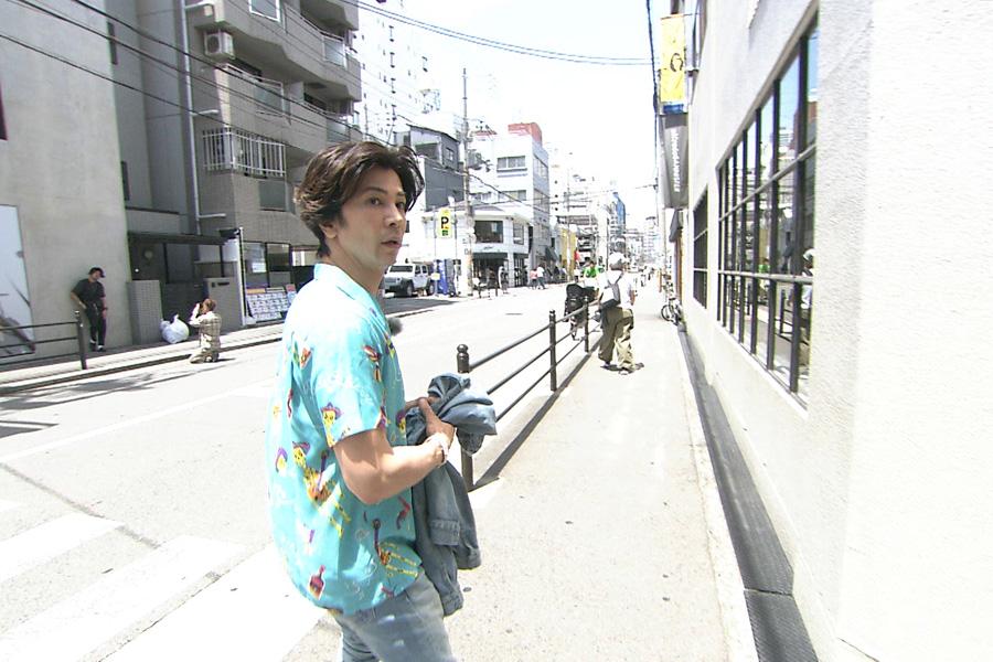 堀江で失踪した浜田を捜索する武田真治(写真提供:MBS)