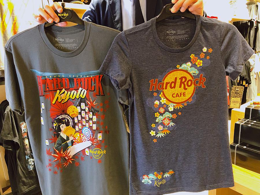 オープン記念限定Tシャツ(左)3800円、京都店限定Tシャツ(右)4000円(ともに税別)