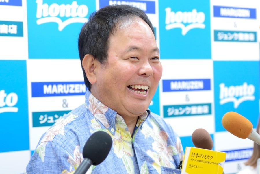 出版記念のイベントで、囲み取材をおこなったお笑い芸人・ほんこん(20日・大阪市内)