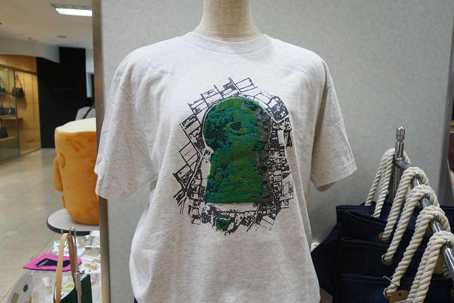 古墳部分が加工されたTシャツ2800円