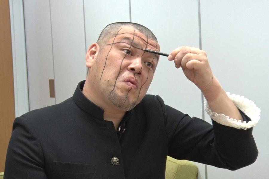 お化け屋敷のVRに登場するキャラクターに扮するくっきー(写真提供:MBS)
