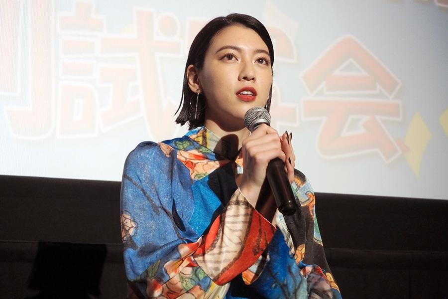 主演映画『ダンスウィズミー』の舞台挨拶に登壇した女優・三吉彩花(30日・大阪市内)
