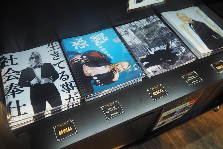 大阪会場からの新商品「名言クリアファイル」(各400円・税別)