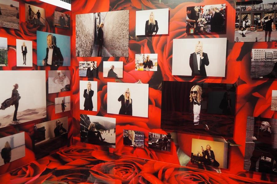 ローランド一色に染められた「ROLAND写真館」