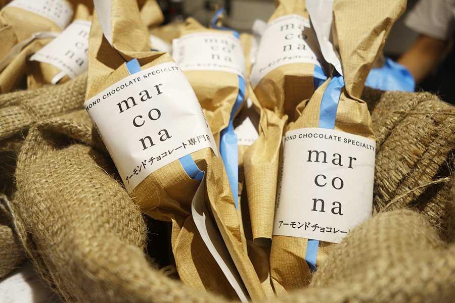 アーモンドチョコレート専門店「marcona(マルコナ)」では、プレーン、塩ミルク、チーズ(各590円・税別)の3種を販売