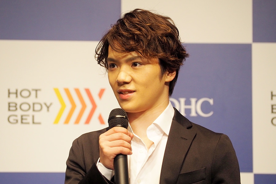 初CMの発表会に登壇したフィギュアスケート・宇野昌磨選手(24日・大阪市内)