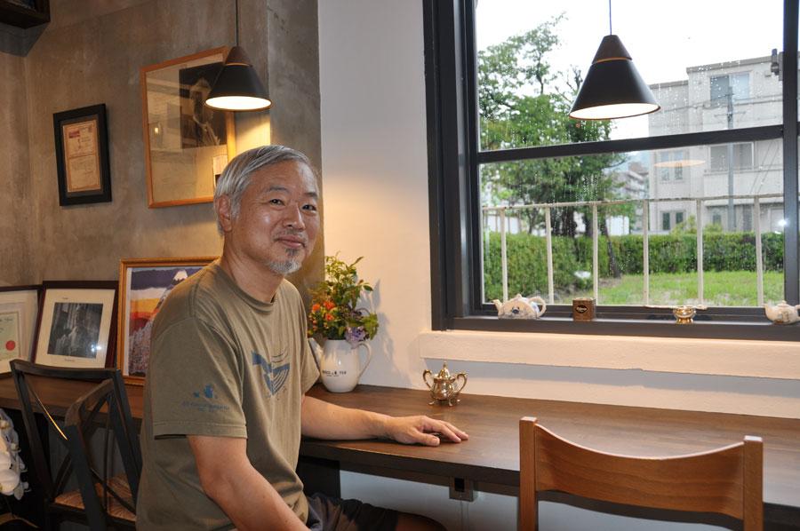 「Tea saloon MUSICA」のオープン時には、「紅茶の魅力を伝えるイベントもできれば」と話した三代目オーナーの堀江勇真さん(2019年7月撮影)