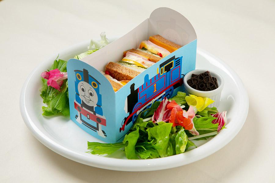 「草原を走るトーマスとパーシーのサンドイッチ(トーマス)」(1160円)