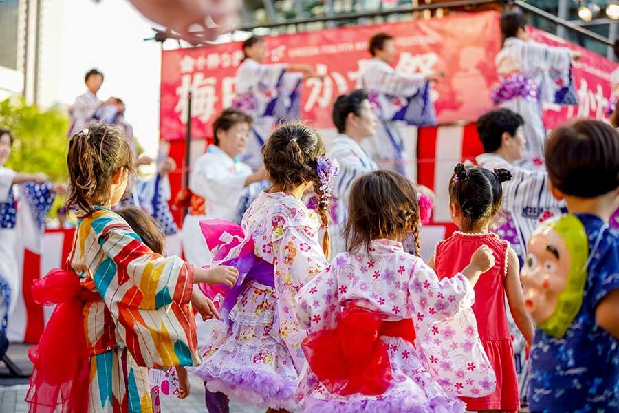 子どもたちも色とりどりのゆかたを着て参加(写真は過去開催時の様子)