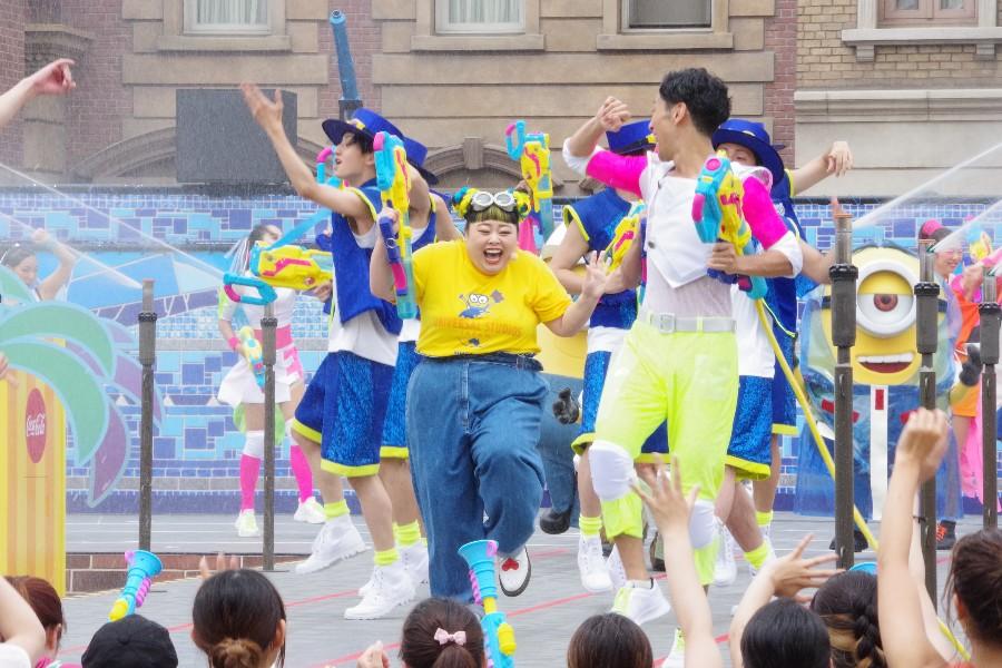 びしょ濡れイベント『エクストラ・クール・サマー』のセレモニーに登場した渡辺直美(7月1日・USJ)
