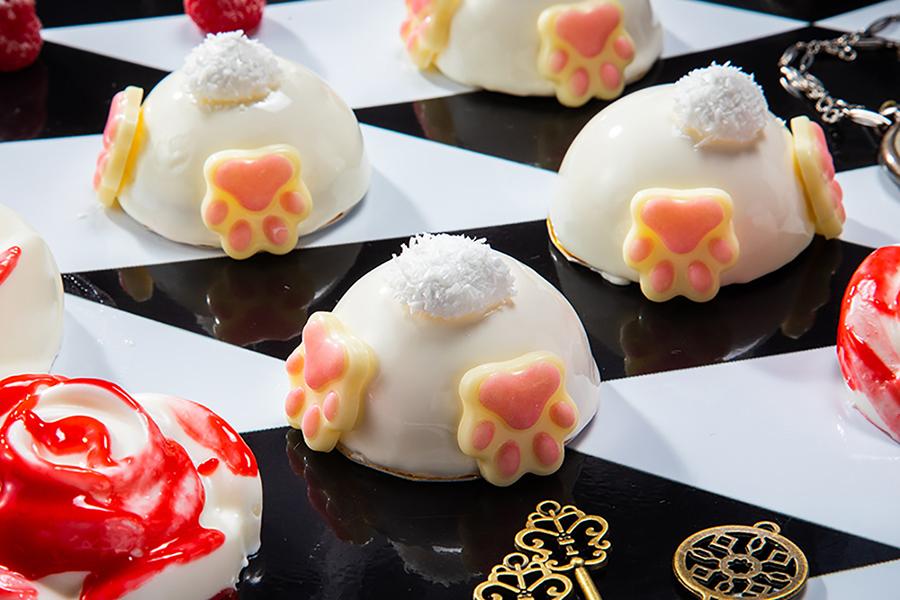 巣穴に飛び込むウサギの後ろ姿をムースで表現した「モフモフシッポムース」。かわいいしっぽはココナッツで表現