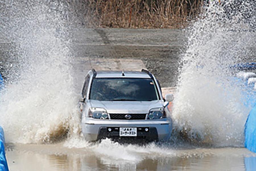冠水時の運転には危険があるという