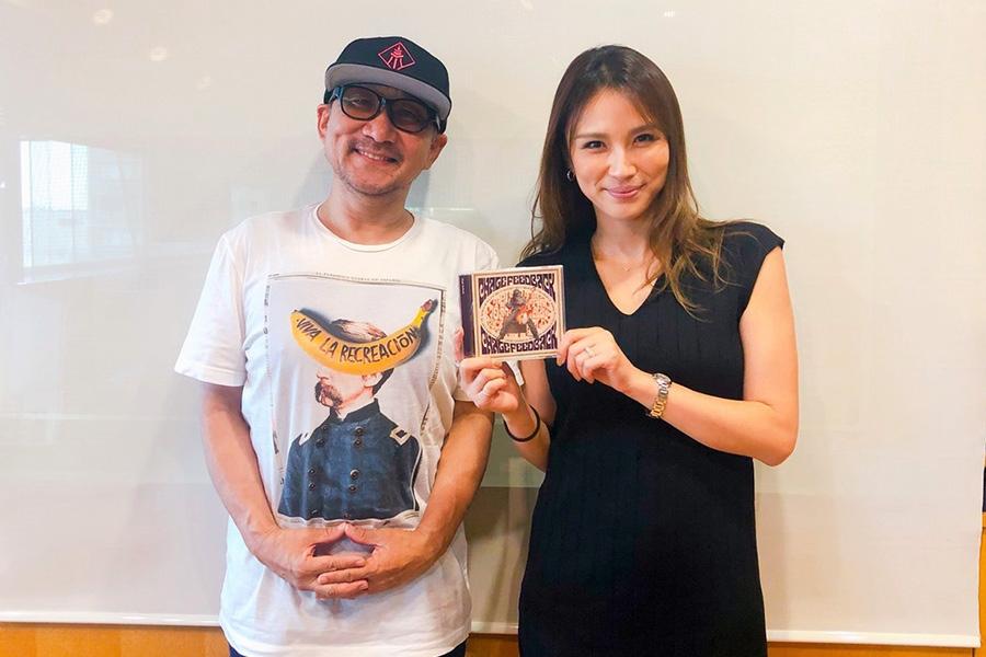 FM OH!『LOVE FLAP』にゲスト出演したChage、右はDJの赤松悠美(7日・大阪市内)
