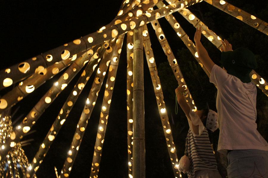 「アドベンチャーワールド」でパンダにちなんだ竹細工のアート作品が展示されている