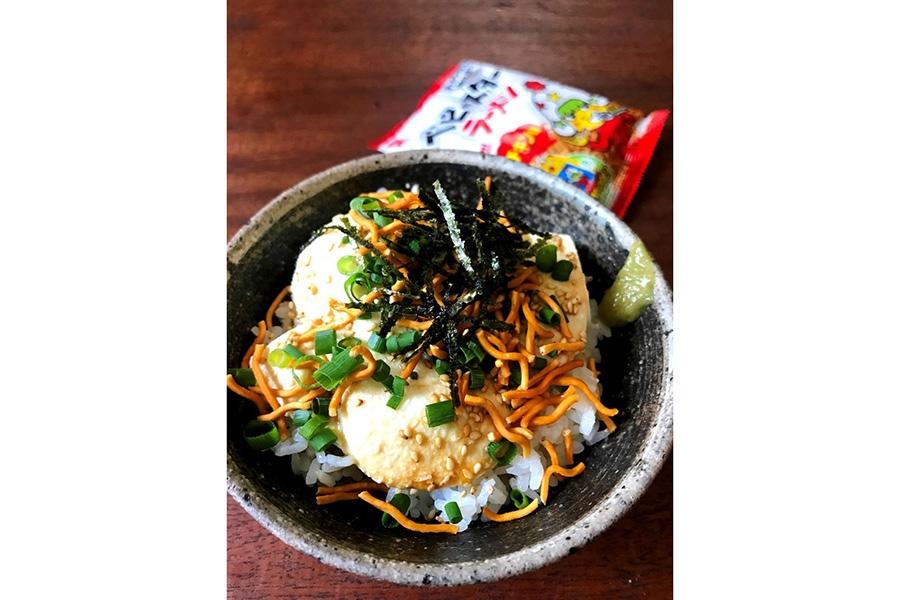 山本ゆりさん考案の「ベビースター豆腐丼」