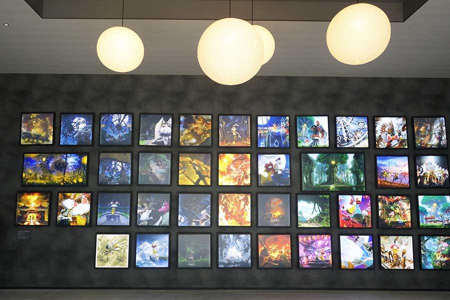 エントランスにあるの西野亮廣の「チックタック ~約束の時計台~」の光る絵本パネル