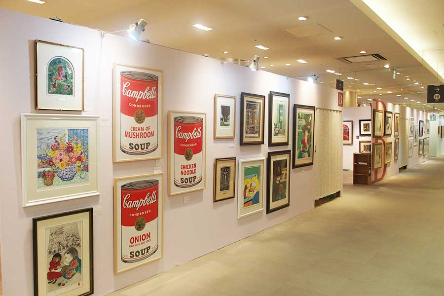 アンディ・ウォーホールなどの作品も含め、著名なアーティストの作品がそろう